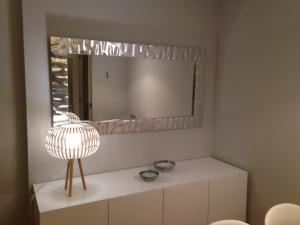 Marcos artesanos de estilo marcos para fotografias for Como hacer un espejo con marco de madera